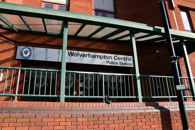 anglia-wolverhampton-emberkereskedelem6.jpg