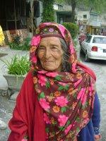 idős nő Old_woman_in_Karimabad.jpg
