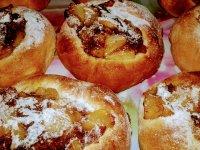 fészkes fánk  fahéjas, vamniliapudingos almával......jpg
